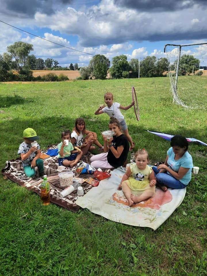 Piknik wakacyjny dzieci w Leśnej Jani
